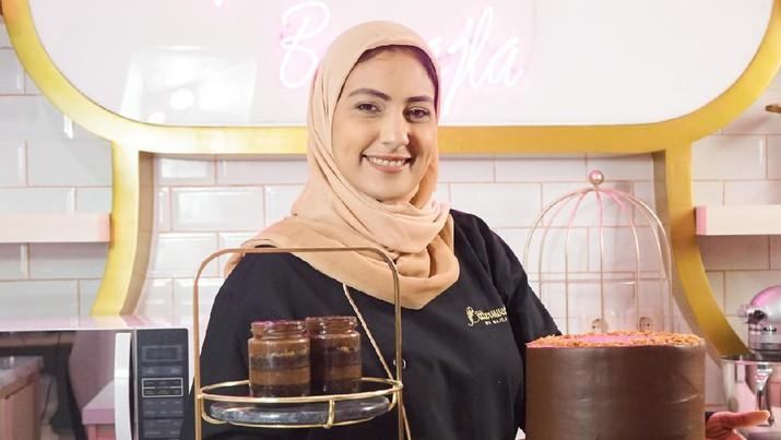 Memulai bisnis sejak tahun 2018, Najla Bisyir selama tiga tahun terakhir mengerahkan strategi pemasaran tidak hanya secara offline, tetapi juga merambah ke cakupan yang lebih luas dengan berjualan secara online di Shopee Indonesia.