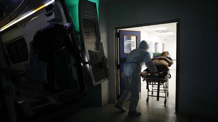 Kasus covid-19 di Argentina meningkat sejumlah rumah sakit penuh. (AP/Natacha Pisarenko)