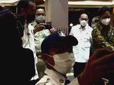Cekrek! Tiba-tiba Anies Jadi 'Tukang Foto' Jokowi di GI