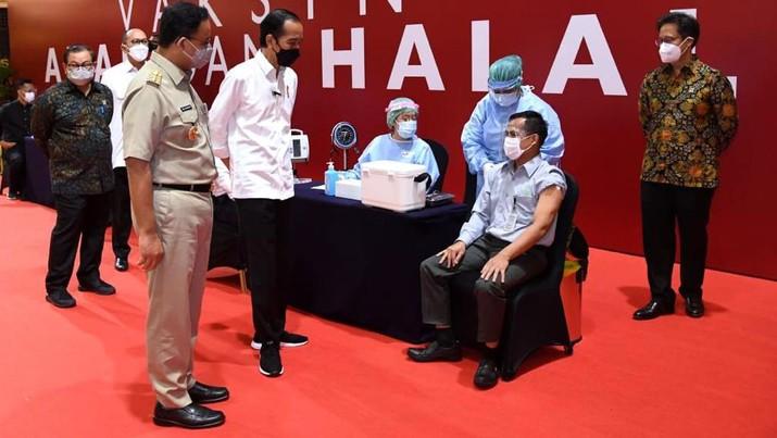 Presiden Jokowi meninjau vaksinasi Covid-19 pelaku usaha perdagangan, Thamrin City, (3/05/2021). (Dok: Biro Pers Sekretariat Presiden)