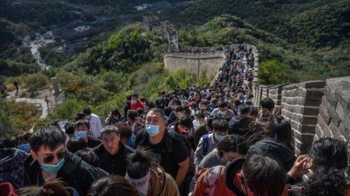 Tembok besar China ramai wisatawan ditengah pandemi. AP/