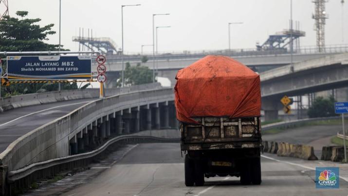 Jalan Tol MBZ sudah mulai ditutup sementara. (CNBC Indonesia/Muhammad Sabki)