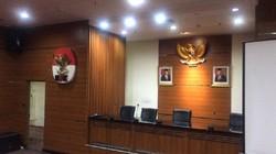 Tak Ada Lagi Logo KPK di Antara Foto Jokowi-Maruf di Ruang Jumpa Pers