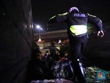 Kecoh Polisi! Pemudik Ngumpet di Dalam Truk Sayur