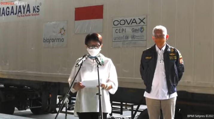 Keterangan Pers Menteri Luar Negeri Retno Marsudi Mengenai Kedatangan Vaksin Covid-19 Tahap 12, Bandara Internasional Soekarno-Hatta, 8 Mei 2021. (Tangkapan Layar via Youtube Sekretariat Presiden)