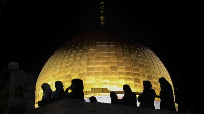 Palestinian Muslim worshippers pray during the Laylat al-Qadr, or the night of destiny, in the holy fasting month of Ramadan, in front of the Dome of the Rock Mosque at the Al Aqsa Mosque compound in Jerusalem's Old City Saturday, May 8, 2021. (AP Photo/Mahmoud Illean)