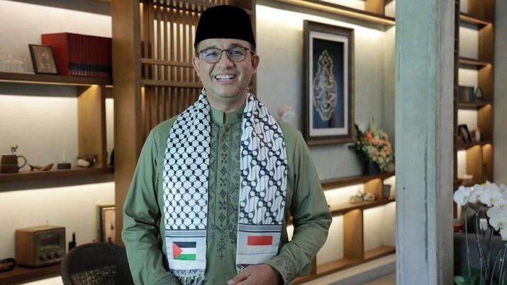 Gubernur Jakarta Anies Baswedan menunaikan salat Idul Fitri di rumahnya dengan mengenakan syal Palestina-Indonesia sebagai bentuk simpati terhadap negeri yang tengah dikecamuk konflik. (Tangkapan Layar Instagram @aniesbaswedan)