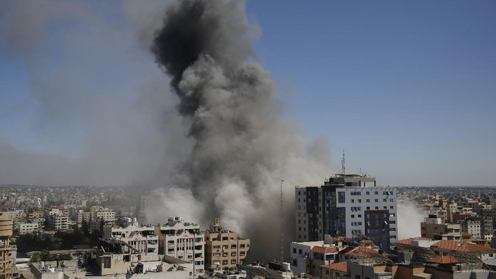 A view of a 11-story building housing AP office and other media in Gaza City is seen moments after Israeli warplanes demolished it, Saturday, May 15, 2021. (AP Photo/Hatem Moussa)