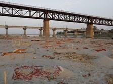 Heboh Penemuan Mayat Terkubur Seadanya di Tepi Sungai Gangga