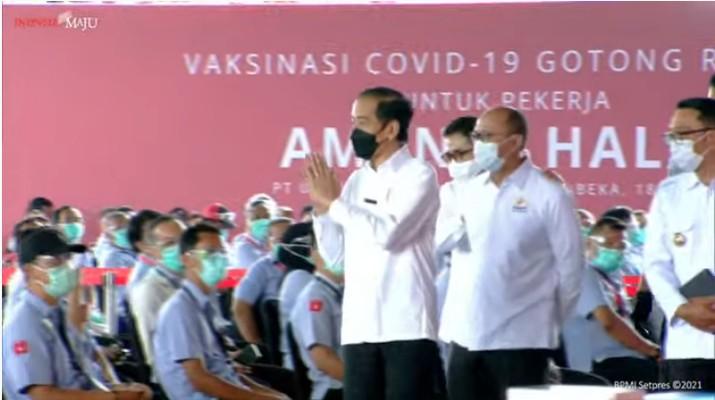 foto/ Peninjauan Vaksinasi Covid-19 Gotong Royong untuk Pekerja, Kabupaten Bekasi, 18 Mei 2021/Youtube: Setpres