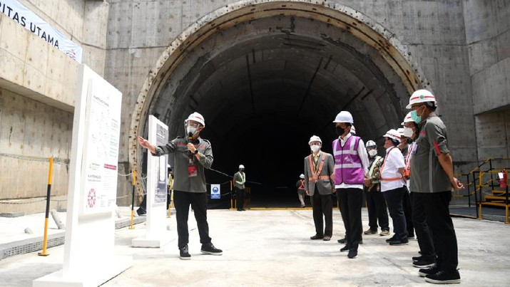 Presiden Joko Widodo Meninjau Casting Yard #1  Kereta Cepat Jakarta - Bandung, Kabupaten Bekasi (Biro Pers Sekretariat Presiden/ Lukas)