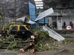 Tsunami Corona Belum Usai, India Dilanda Badai Topan