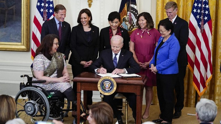 President Joe Biden signs the COVID-19 Hate Crimes Act, in the East Room of the White House, Thursday, May 20, 2021, in Washington. (AP Photo/Evan Vucci)