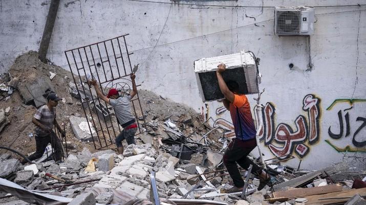 Palestina mulai berbenah pasca konflik dengan Israel. (AP/John Minchillo)