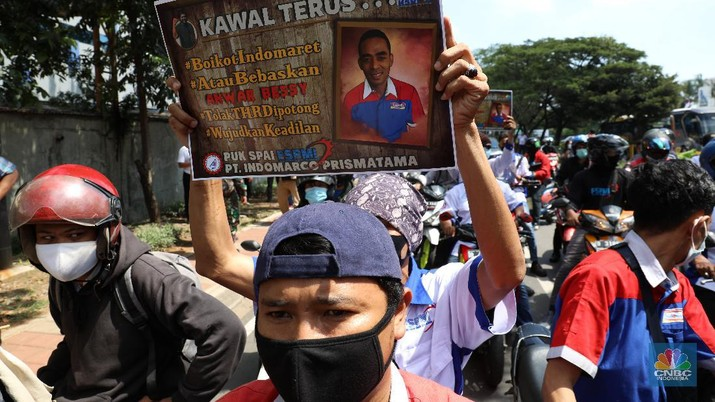 Demo Karyawan Indomaret. (CNBC Indonesia/Andrean Kristianto)