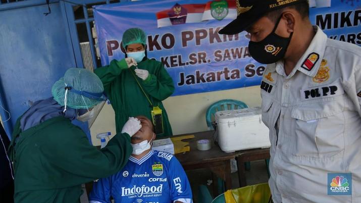 Pemukiman di Srengseng Lockdown Micro. (CNBC Indonesia/Andrean Kristianto)