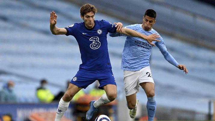Chelsea's Marcos Alonso, left, and Manchester City's Joao Cancelo challenge for the ball during the English Premier League soccer match between Manchester City and Chelsea at the Etihad Stadium in Manchester, Saturday, May 8, 2021.(Shaun Botterill /Pool via AP)
