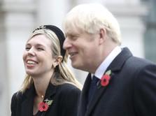 Resmi Menikah, Intip Momen Mesra PM Inggris & Carrie Symonds