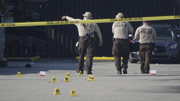 Miami-Dade Police work the scene of a shooting outside a banquet hall near Hialeah, Fla., Sunday, May 30, 2021. Two people died and an estimated 20 to 25 people were injured in a shooting outside a banquet hall in South Florida, police said. The gunfire erupted early Sunday at the El Mula Banquet Hall in northwest Miami-Dade County, near Hialeah, police told news outlets. (Joe Cavaretta/South Florida Sun-Sentinel via AP)