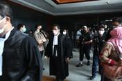 Siap Tempur! Aksi Hotman Paris Bela MI di Sidang Jiwasraya