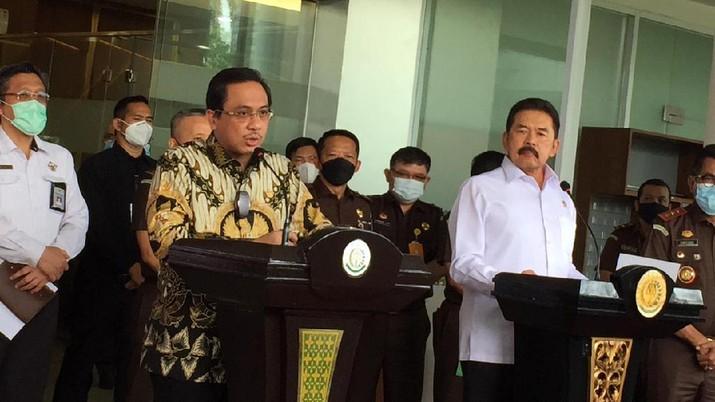 Ketua BPK Agung Firman Sampurna dan Jaksa Agung ST Burhanuddin di Kejagung, Senin 31 Mei 2021 (foto: Monica Wareza)
