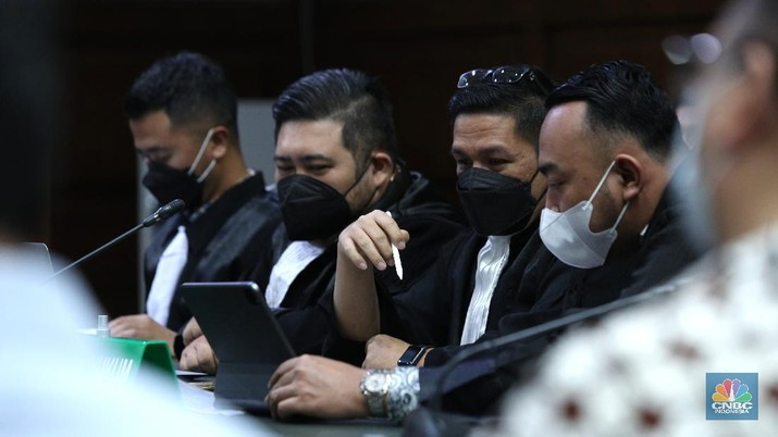 Pengadilan Tindak Pindana Korupsi (Tipikor) Jakarta Pusat menyidangkan 13 menejer investasi yang diduga terlibat dalam perkara pencucian uang hasil korupsi investasi PT Asuransi Jiwasraya (Persero), Jakarta, Senin (30/5/2021).  (CNBC Indonesia/Tri Susilo)