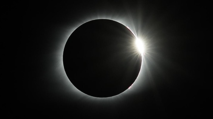 The diamond ring effect appears as the solar eclipse totality ends Monday, Aug. 21, 2017, over the Orchard Dale historical farm near Hopkinsville, Ky. The location, which is in the path of totality, is also at the point of greatest intensity. (AP Photo/Mark Humphrey)