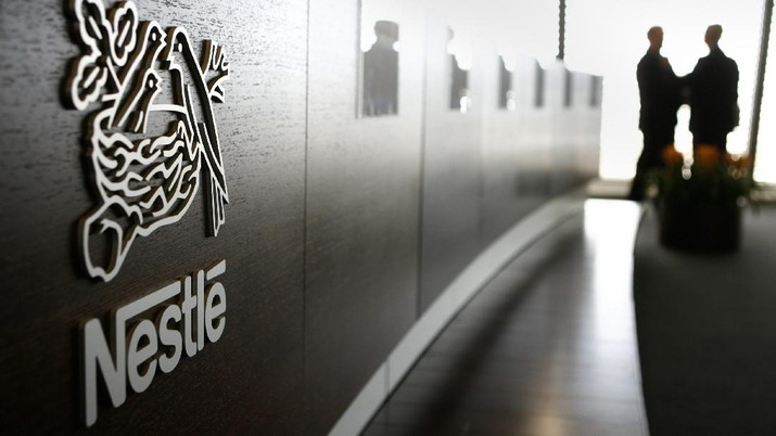 FILE --- The Logo of food and drinks giant Nestle, is seen at its headquarter in Vevey, Switzerland, on February 22, 2007. During the first nine months of 2007, consolidated sales of the Nestle Group amounted to CHF 78.7 billion, an increase of +9% over the comparable period of 2006, as the company reported on Thursday, October 18, 2007. (KEYSTONE/Laurent Gillieron)