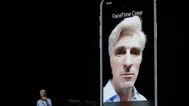 FILE - In this June 4, 2018 file photo, Craig Federighi, Apple's senior vice president of Software Engineering, speaks about group FaceTime during an announcement of new products at the Apple Worldwide Developers Conference in San Jose, Calif.  Apple says it has fixed the internal bug that led to people being able to eavesdrop on others while using its group video chat feature. It plans to turn the service back on next week via a software update. The bug allowed many iPhone users to turn an iPhone into a live microphone while using Group FaceTime. (AP Photo/Marcio Jose Sanchez, File)