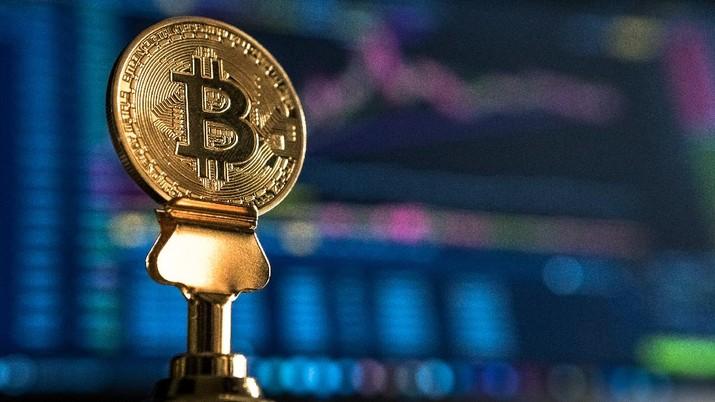Ilustrasi Bitcoin (Photo by André François McKenzie on Unsplash)