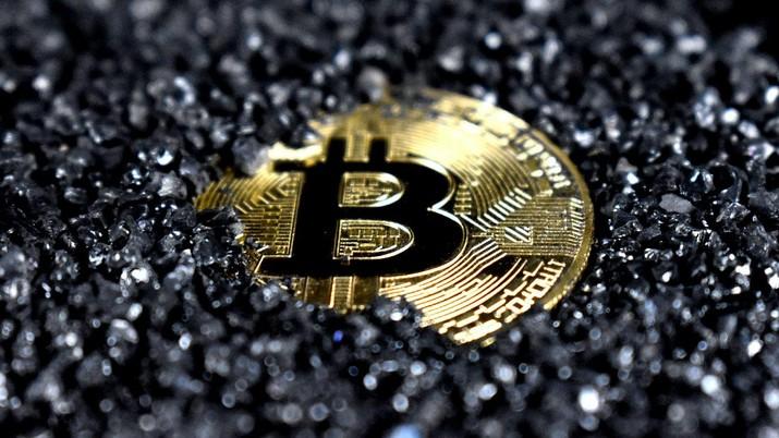 Ilustrasi Bitcoin  (Photo by Executium on Unsplash)