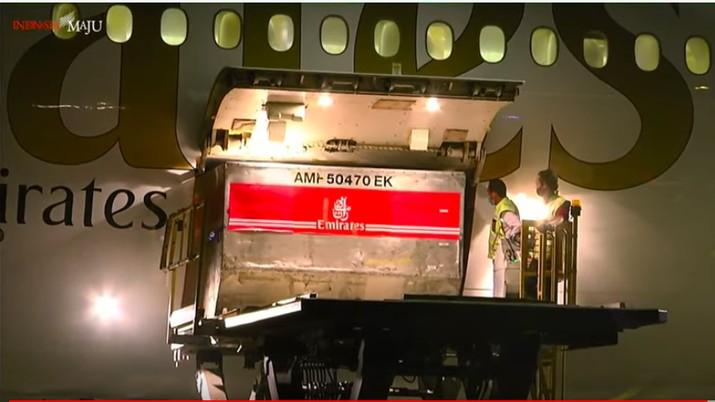 Kedatangan Vaksin AstraZeneca di Bandara Internasional Soekarno-Hatta.