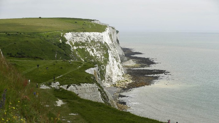 Tourists visit the White Cliffs of Dover, south east England, Thursday, June 9, 2016. On a clear day, the coast of France is visible from Dovers famous white cliffs, and they provided a vital vantage point for the early spotting of German bombers heading toward London during World War II. The concern now is not enemy attack, although an armed Russian submarine was recently intercepted in the Channel. Instead, it is Europeans who arrive legally under EU rules guaranteeing the free movement of people. (AP Photo/Matt Dunham)