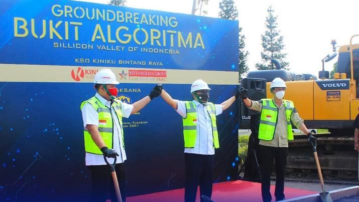 "Peletakan batu pertama (Ground Breaking) Pengembangan Rencana Kawasan Ekonomi Khusus (KEK) Pengembangan Teknologi dan Industri 4.0 di Sukabumi, yang diberi nama ""Bukit Algoritma"". (Tangkapan Layar via instagram @pt_amka)"