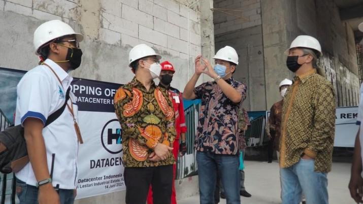 Topping off (penutupan atap) gedung data center pertama H2 DCII, Karawang, 14 Juni 2021/DCII