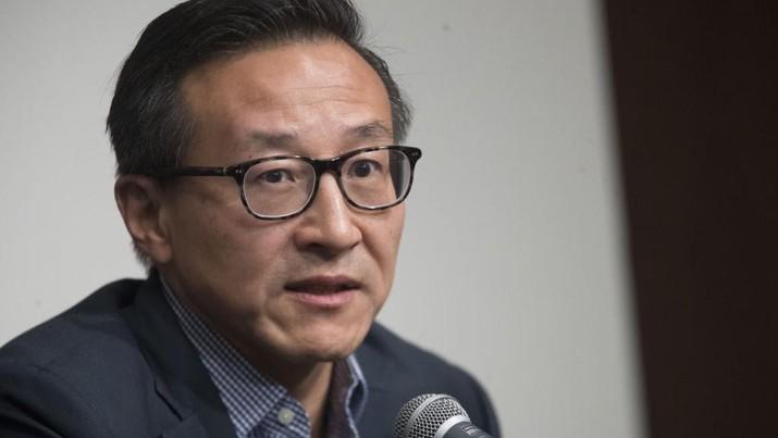 Joe Tsai, co-founder dan Executive Vice Chairman Alibaba Group dan pemilik baru New York Liberty, 9 Mei 2019 di New York. (AP Photo/Mary Altaffer)