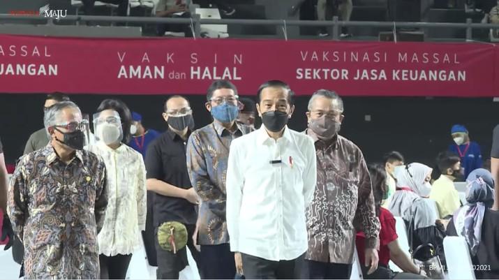 LIVE: Presiden RI Tinjau Vaksinasi Covid-19 bagi Pelaku Sektor Jasa Keuangan, Jakarta, 16 Juni 2021/ Youtube: Setpres