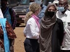Berkerudung, Penampakan Angelina Jolie Terbaru Bikin Pangling