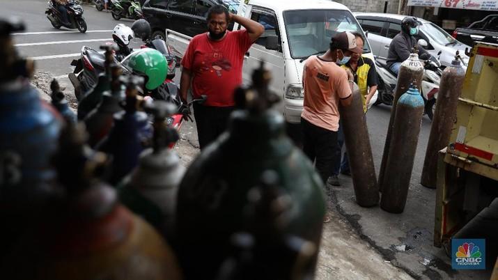 Meningkatnya Permintaan Tabung Oksigen di Jakarta (CNBC Indonesia/Andrean Kristianto)