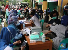 Ramai! Potret Antrean Vaksinasi di Zona Merah Tangerang