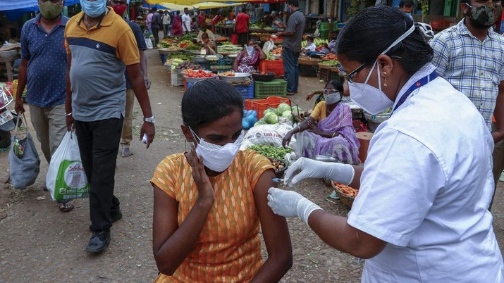 A health worker prepares to administer the Covishield vaccine to a person during a special vaccination drive against COVID-19 at a vegetable market in Hyderabad, India, Thursday, June 24, 2021. (AP Photo/Mahesh Kumar A.)