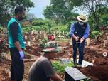 Petugas Makam Covid Curhat ke Kang Emil: Sehari 30-40 Jenazah
