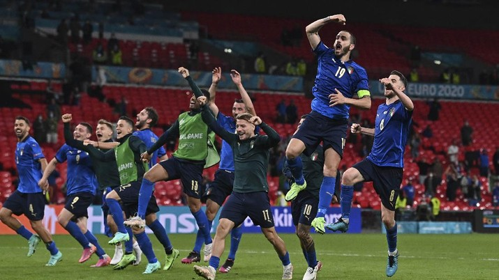 Italia players celebrate end of the Euro 2020 soccer championship round of 16 match between Italy and Austria at Wembley stadium in London in London, Saturday, June 26, 2021. (Ben Stansall/Pool Photo via AP)