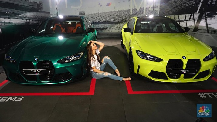BMW M3 (kiri) dan M4 (kanan). (CNBC Indonesia/ Tri Susilo)