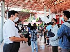 Target Luhut untuk Anies: 200.000 Suntikan Vaksin/Hari di DKI