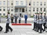 Deretan Gaya Menhan Prabowo Saat 'Blusukan' di Berlin Jerman