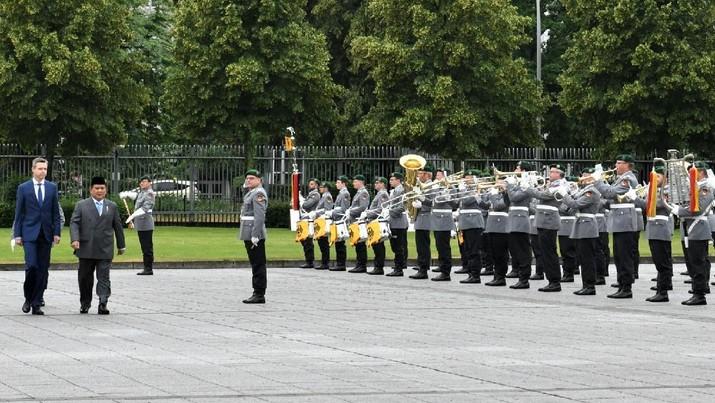 Menteri Pertahanan RI Prabowo Subianto melaksanakan pertemuan bilateral dengan Wakil Menteri Pertahanan Jerman merangkap Sekretaris Negara dari Parlemen Jerman, Thomas Silberhorn. (Dok.Kedubes RI untuk Jerman)