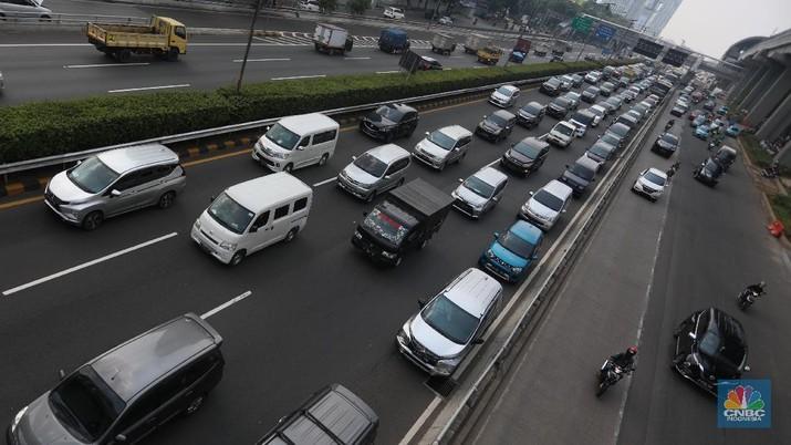 Ilustrasi macet tol dalam kota. (CNBC Indonesia/Andrean Kristianto)