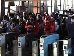 Penampakan Antrean Mengular Calon Penumpang KRL di Citayam