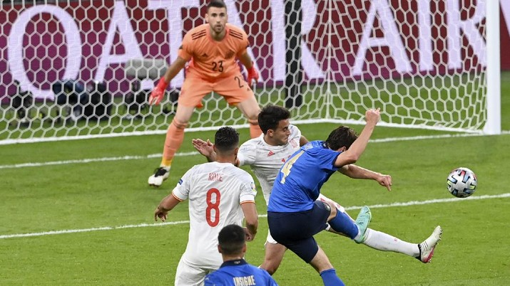 Italy's Federico Chiesa, right, scores the opening goal during the Euro 2020 soccer championship semifinal match between Italy and Spain at Wembley stadium in London, Tuesday, July 6, 2021. (Facundo Arrizabalaga/Pool Photo via AP)
